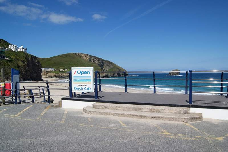 With a beachside cafe, bakers and surf shop by the beach, Portreath is a great place to spend time with friends and family.