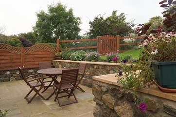 The private patio and garden belonging to Wingfield Cottage.