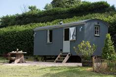 Apple Blossom Shepherd's Hut - Holiday Cottage - 4.7 miles S of Exeter