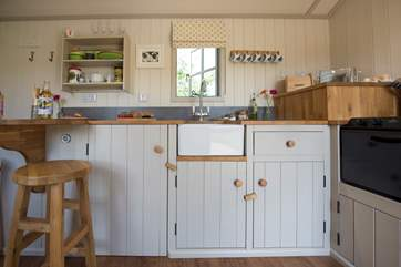 The fully fitted kitchen-area with all the equipment you will need including a toaster!