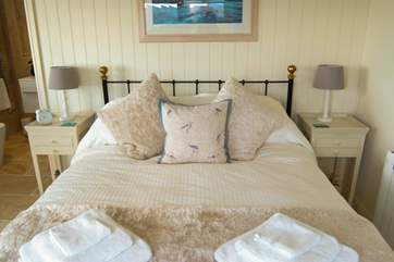 Bedroom 1 (ground floor) has a 5' double bed and en suite bathroom.