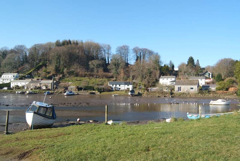The river at low tide; canoes and kayaks can be easiliy launched from the riverbank.