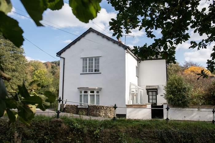 Cottages near East Devon Art Academy