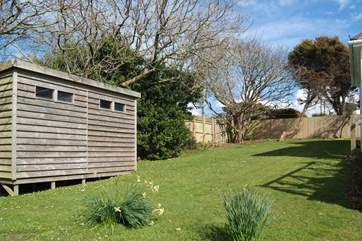 The rear garden with the shed where you can store your beach gear.