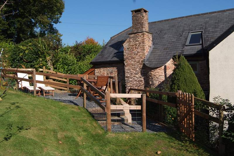 Pitt Farm Cottage is a perfect bolthole, an annexe to Pitt Farmhouse, an ancient farmstead. Completely independent with its own entrance and a lovely large garden.