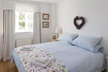 The bedroom has a super-comfy 6ft zip and link bed, and lovely linens. It can be made up as two 3ft beds if you prefer.
