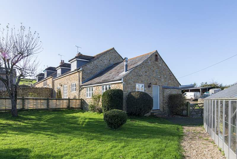 Badgers Cottage is attached to Barn Owls Cottage with a pretty enclosed garden on one side and the farmyard the other.