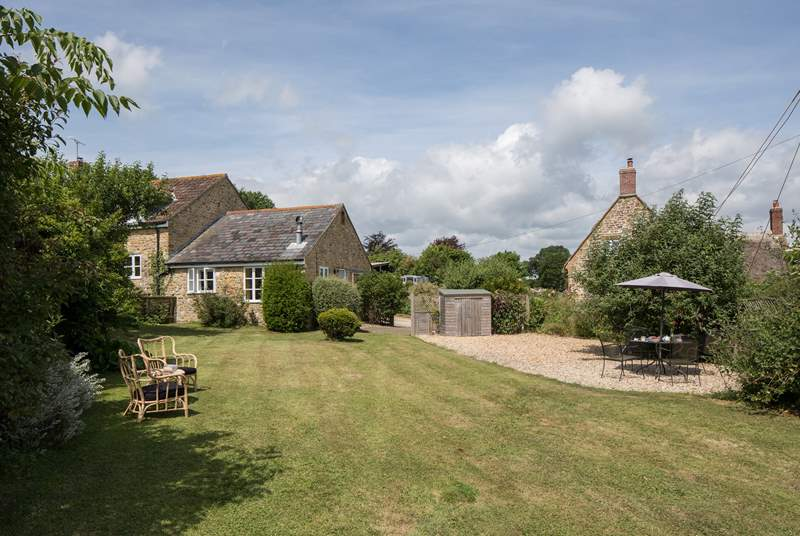 Badgers Cottage is alll on one level attached to Barn Owls Cottage with a pretty enclosed garden on one side and the farmyard on the other.