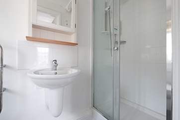 The en suite shower-room.