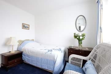 The ground floor single bedroom.