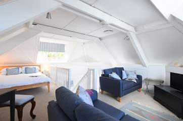 The open plan 'L' shaped bedroom/sitting-area