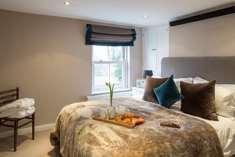 The master bedroom has a super comfy 5ft bed, with luxurious goose down duvet, pillows, and river views.