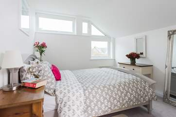 The double bedroom is a light and relaxing space.