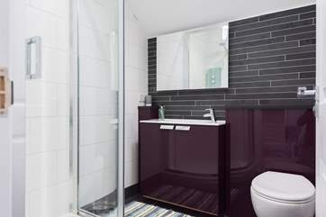 The gorgeous shower-room with corner cubicle, slate floors and a glamorous mirror.