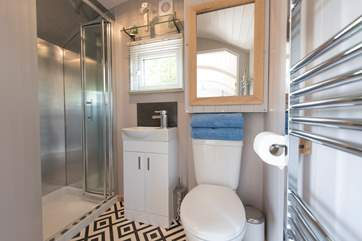 And not forgetting the en suite shower-room too.