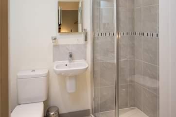 The  bright modern shower-room