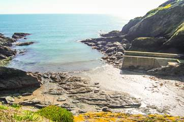 Looking down to the little beach at Portloe from the coastal footpath...a three minute walk away.