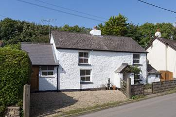 Spring Cottage is in the village of Bradworthy which has a great pub, village shops, and is a short drive inland from the coast. The enclosed garden as at the back through the side gate.