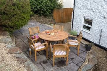 For sunny days there is a very private, enclosed courtyard garden. Please note that there is a drop from the patio.