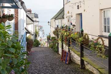 The cobbled street of Clovelly, leading down to the harbour.