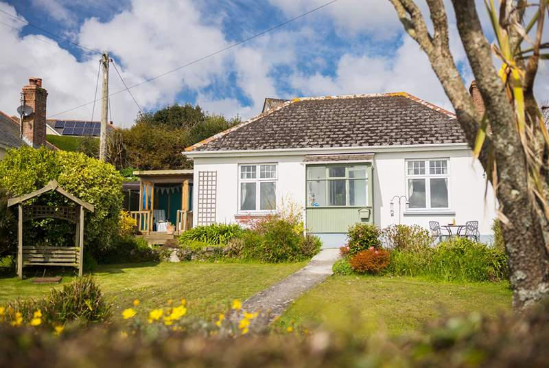 Pretty Carnsullan is located in the North Corner area of Coverack.