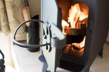 The cute little wood-burning stove adds extra warmth and cosiness.