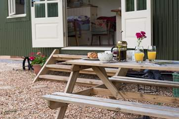 What a way to start the day - breakfast al fresco.