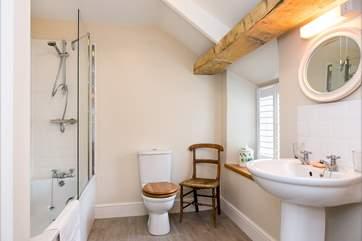 ....and has an en suite bathroom.
