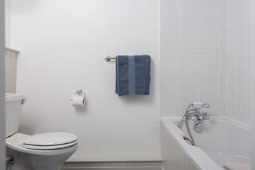 The en suite bathroom to the double bedroom.