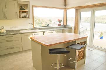 The lovely, large contemporary kitchen-area.