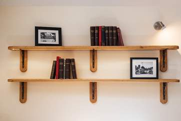 What a lovely bookcase feature.
