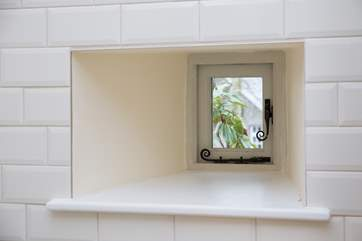 A little window in the kitchen.
