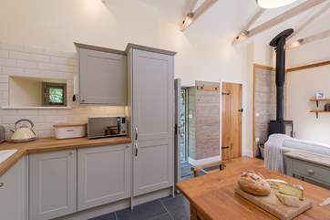 Compact and well-equipped kitchen.