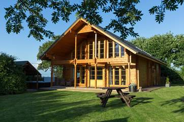 Combe Lodge is a stunning Scandinavian-style lodge with the incredible extras of a hot tub and sauna!
