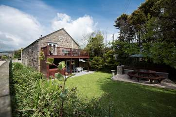 Tremornah has a lovely garden, terrace (home to the hot tub) and balcony.