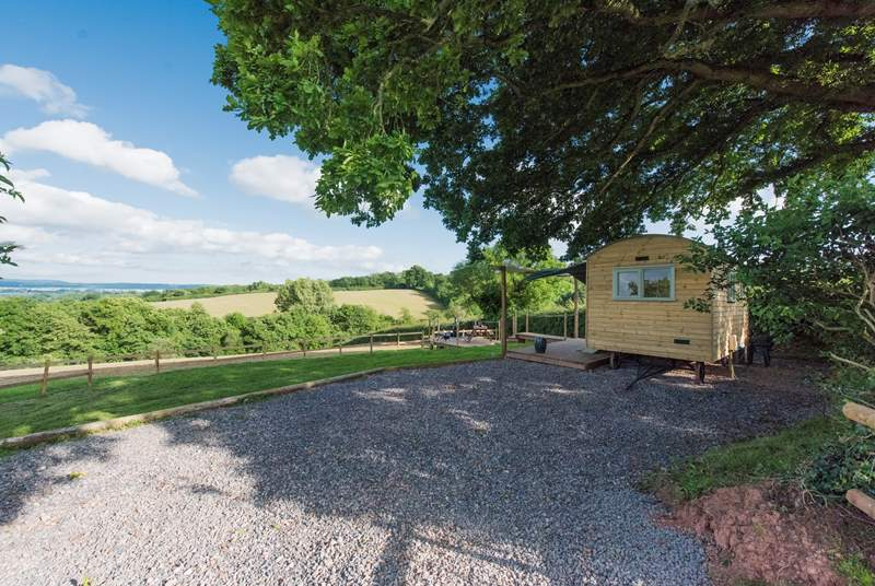 Shepherd's Oak sits in a fabulous spot with far reaching views and sheltered by a gorgeous old oak tree.