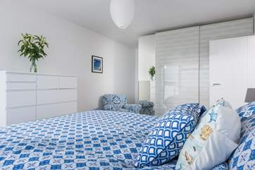 The master bedroom is beautifully furnished, this is a calm and relaxing space where you can fall asleep to the sound of the sea.