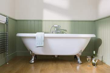 The roll-top bath, perfect for a long soak after a day out and even better with a glass of something!