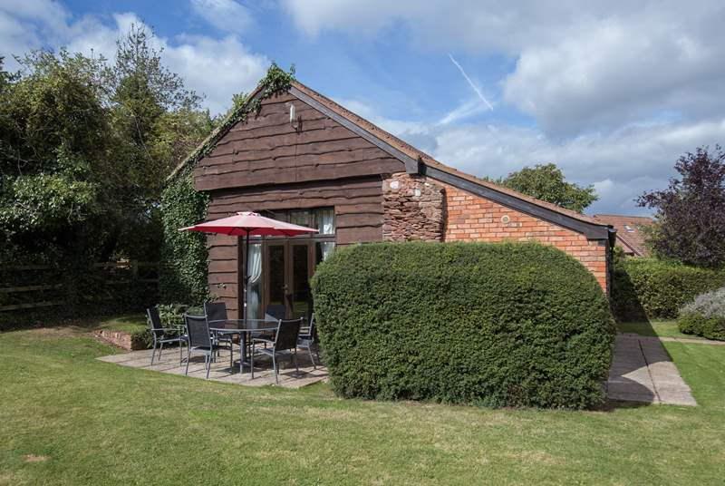 Oak Tree Barn is a very spacious detached barn with a large enclosed garden - ideal for families with small children, or guests with dogs.