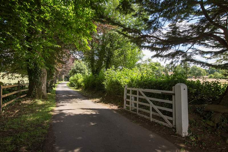 A lovely gated entrance will set the scene as you arrive.