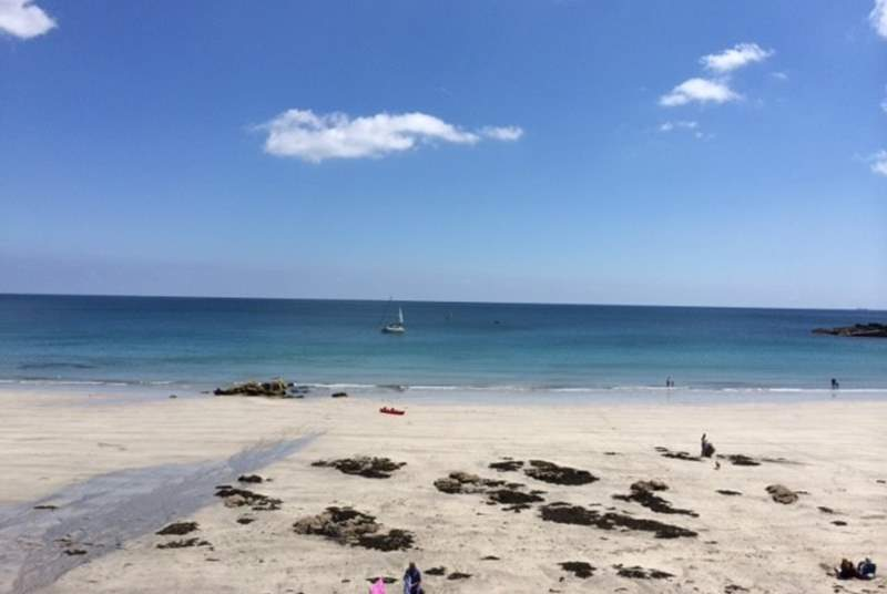 Coverack bay is a sandy beach at low tide.