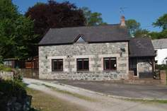 The Old Stone Workshop - Holiday Cottage - 1.7 miles N of Coverack