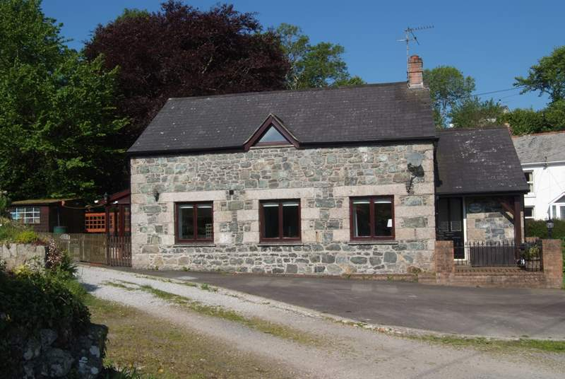 The Old Stone Workshop is a detached cottage.