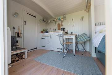 It has a little dining-area and kitchen-area with very clever use of storage (the combination microwave and toaster are hidden behind the cupboard doors).