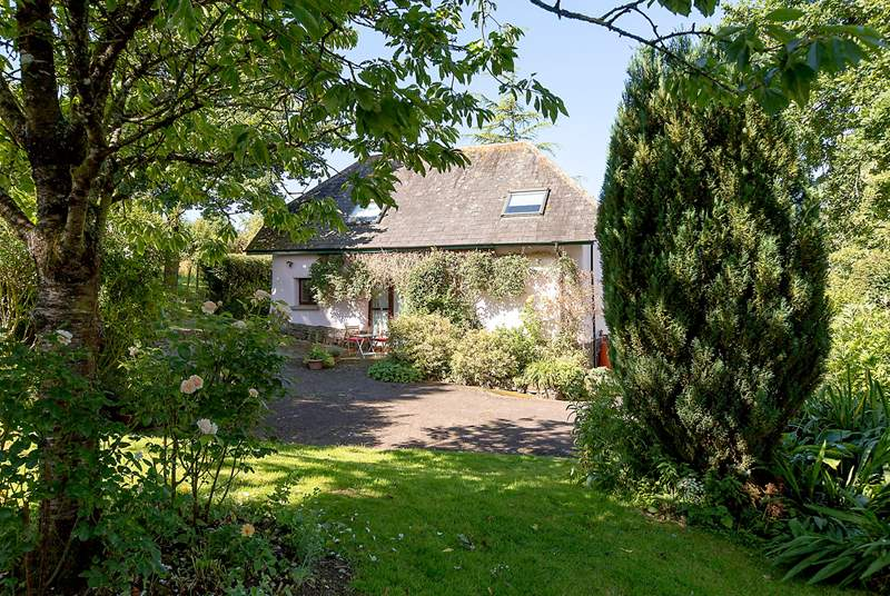 Little Barwick is a detached barn conversion at this historic farmstead, deep in the unspoilt Devon countryside.