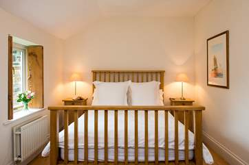 Both bedrooms have lovely crisp white linen and fluffy white towels.