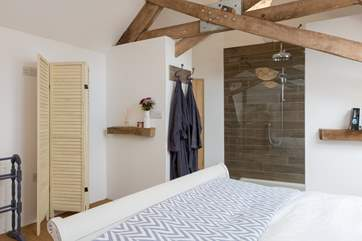 Both bedrooms have top quality 600 count Egyptian cotton bed linens and towelling robes.