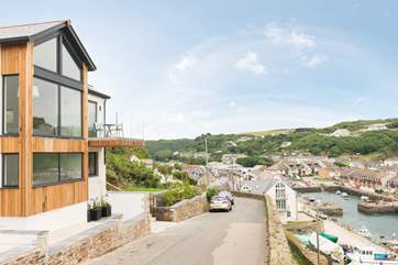 This fabulouse house sits high on Lighthouse Hill overlooking Portreath.