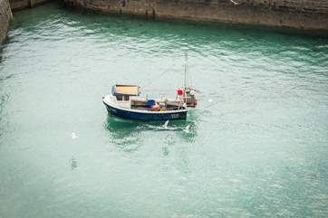 Watch the fishing boats return into harbour from the comfort of the living-room or balcony.