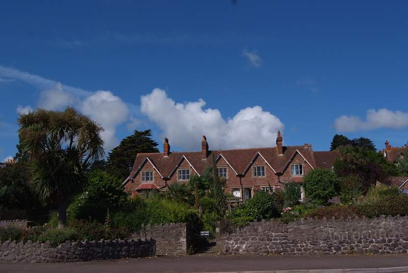 The cottages are set back from the road by their long front gardens. No 1 has a garden to its side but all the cottages can use the path from Quay Street.